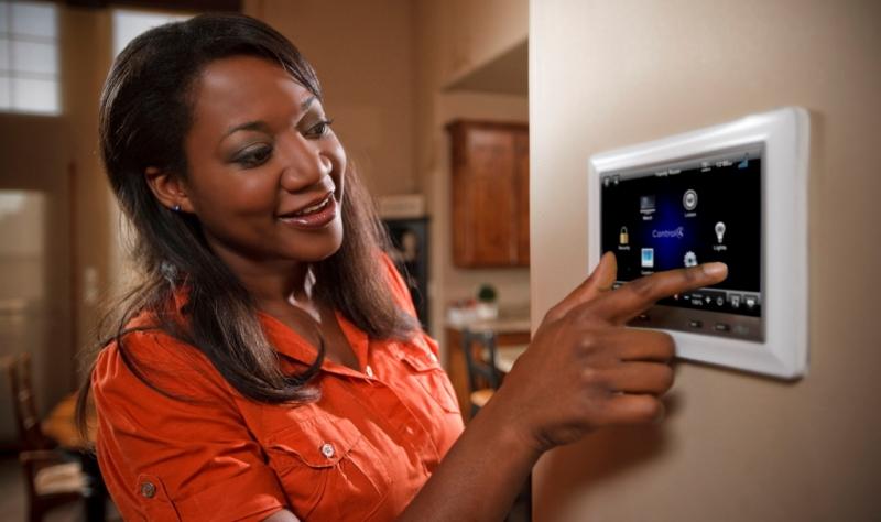 Видеодомофон с сенсорным управлением. Источник фото: dtv-installations.com
